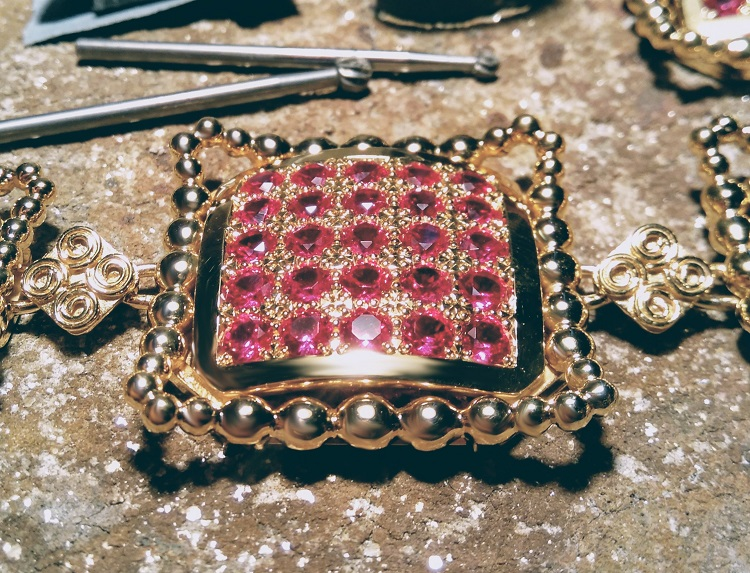 Ruby Rooftops necklace - detailed view